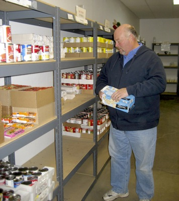 Local food pantry cuts ties with government food bank for Plymouth food pantry ct